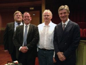 Formand Erik Vind sammen med prismodtagerne